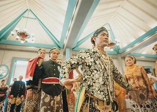 Javanese Wedding at Keraton Ballroom croped