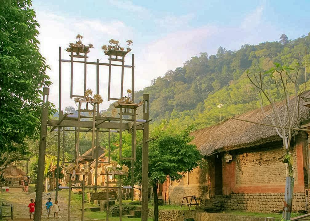 tenganan-village-swing