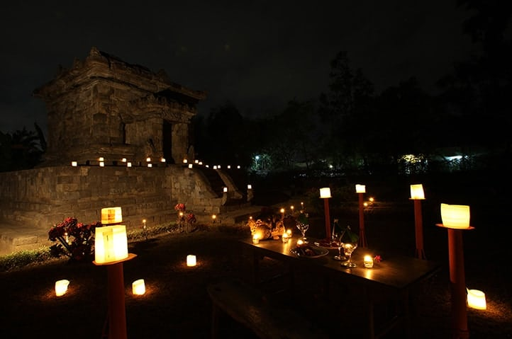 Romantic Dinner at Candi Penataran with Hotel Tugu Blitar