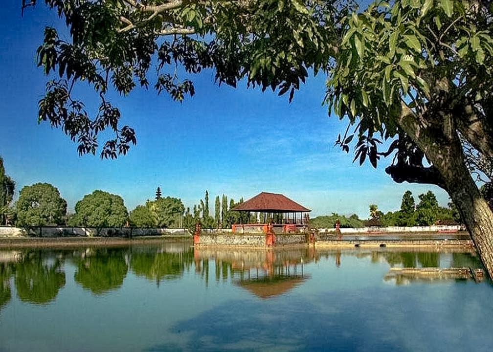 Pesona-Wisata-Mataram-Pesona-Taman-Air-Mayura